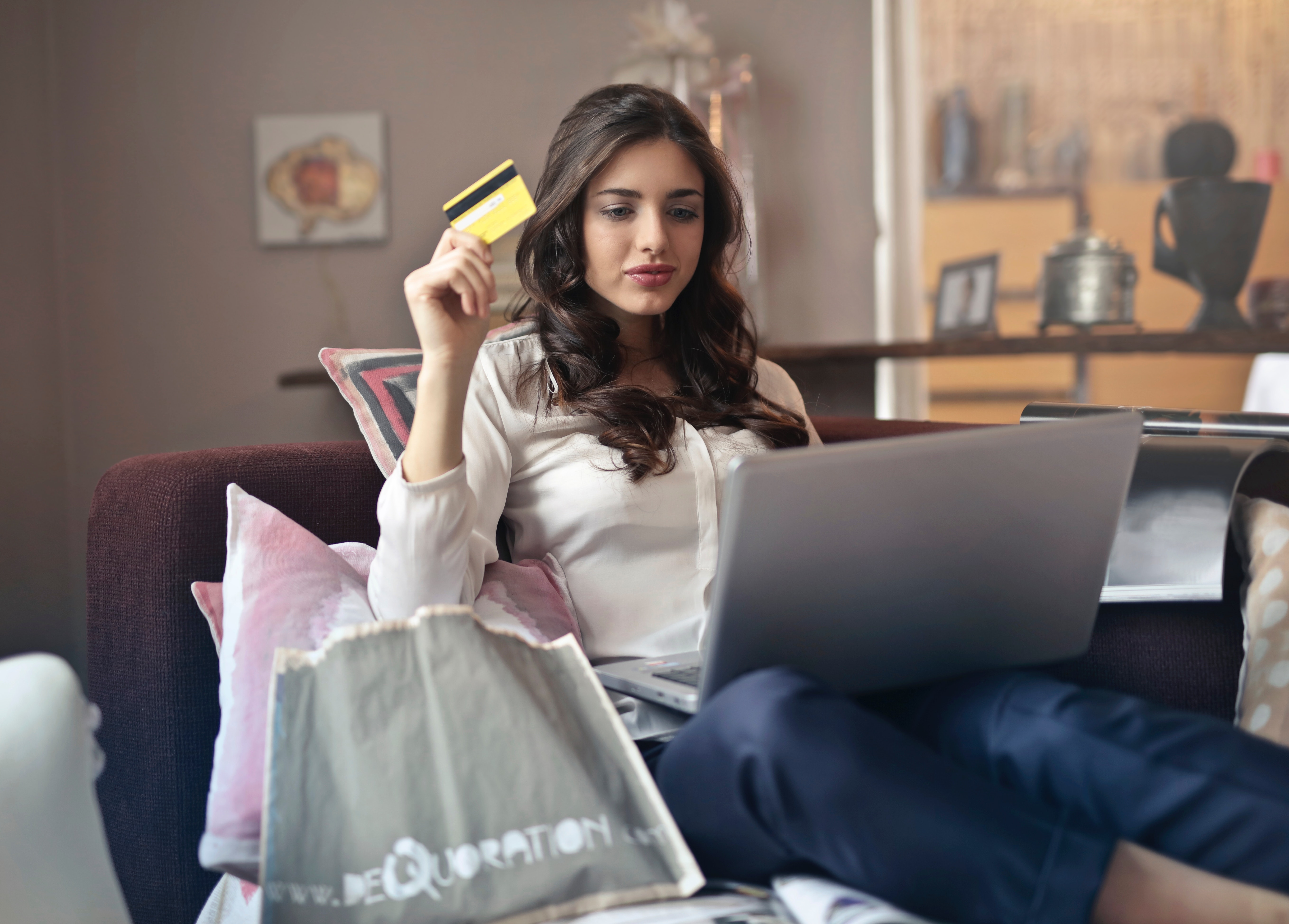 10 things to check before enjoying your shopping spree online