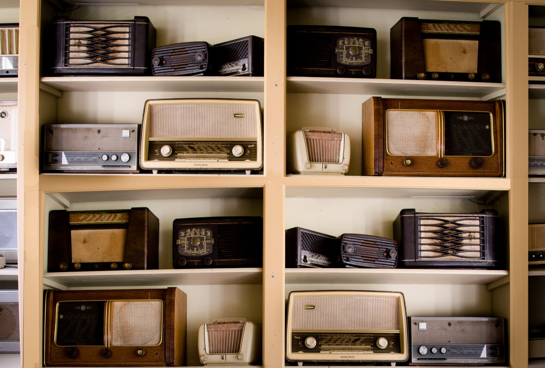 All you need to know about tabletop radios